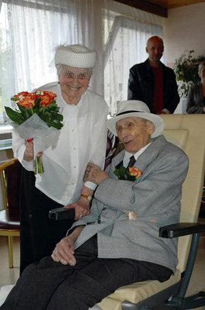 Самые молодые и самые старые молодожены (жених и невеста)