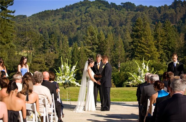 Официальная выездная регистрация брака (стоимость, оформление, сценарий)