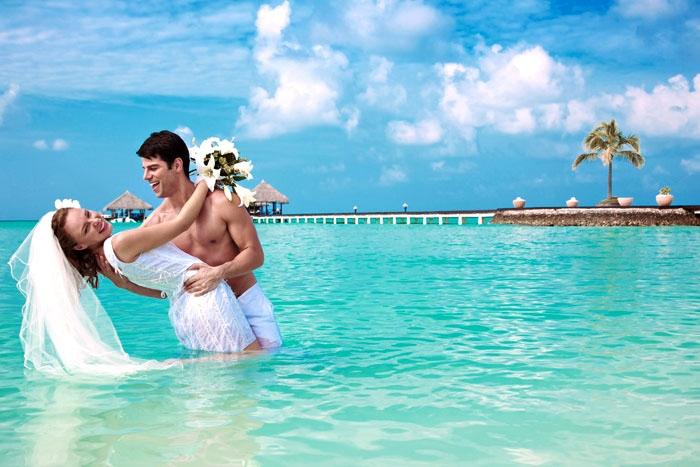 Куда поехать в свадебное путешествие зимой (летом)