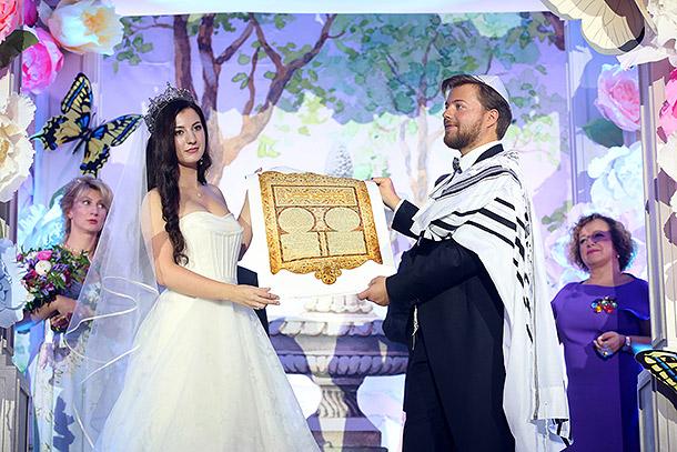 Сертификат на будущие роды для невесты Ивана Парфенова