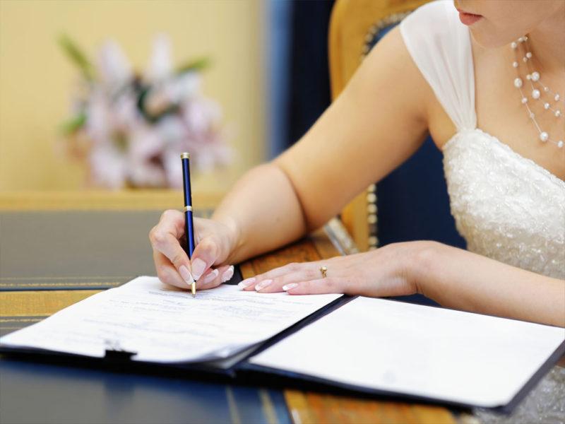 Какие документы нужно менять при смене фамилии при замужестве